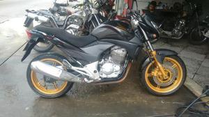 Vendo ou troco cb300 com /falta paga 017 recibo em branco,  - Motos - Jacarepaguá, Rio de Janeiro | OLX