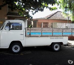 Vende-se Kombi carroceria de madeira.